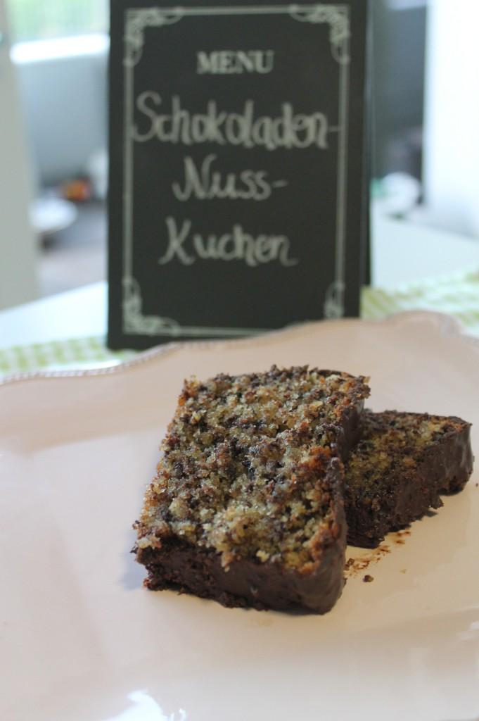 zeit zum schlemmen schokoladen nuss kuchen auf tuchf hlung. Black Bedroom Furniture Sets. Home Design Ideas